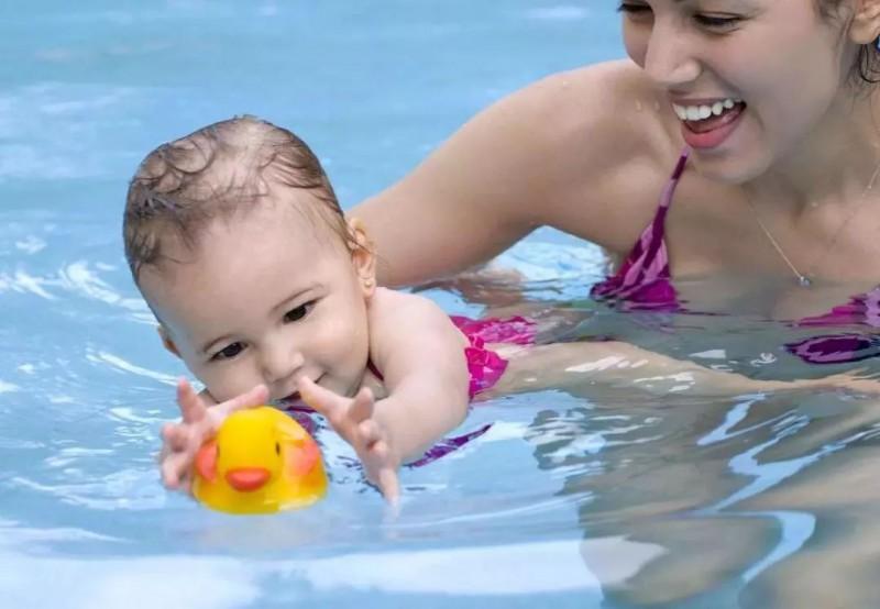 夏季带宝宝游泳,这些注意事项记牢了!_夏天-儿童护理下水-皮肤-情况