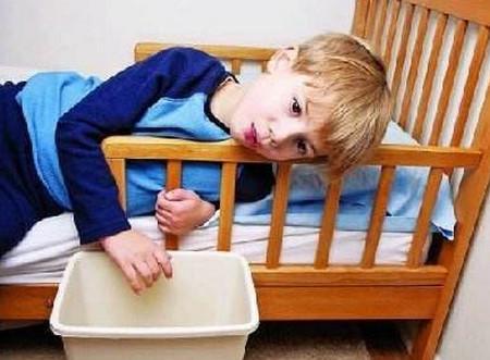 宝宝呕吐是怎么回事?需要注意这6大原因!_儿童护理解决办法-你可以-喂食