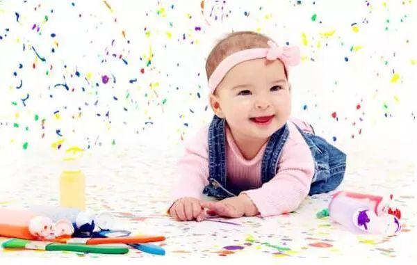 宝宝涂涂画画好处多,你家孩子爱画画吗?_儿童护理家长-孩子-涂鸦