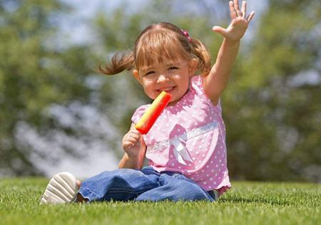 夏天带娃,要注意日常几件事不能做错!_儿童护理开裆裤-穿上-纸尿裤
