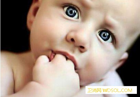 宝宝吃手要不要阻止_吸吮-爱吃-阻止-手指-情绪-家长-宝宝-