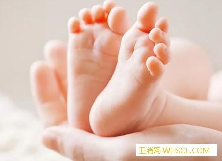 给宝宝清理鼻屎怎么清理_生理盐水-鼻腔-香油-用手-
