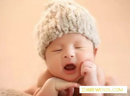 新生儿总是边吃边拉正常吗_结肠-排便-次数-宝宝-