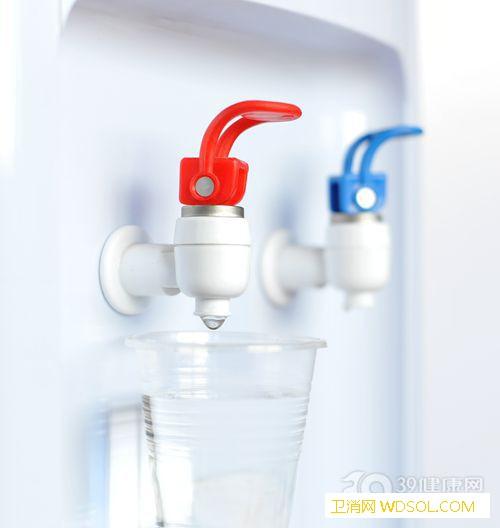 饮水机的水到底能不能喝?对健康有影响_水垢-烧开-水槽-