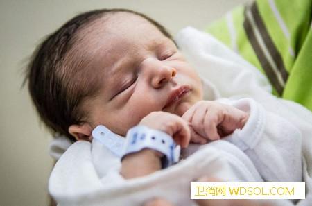 新生宝宝穿衣要注意什么_衣物-穿衣-衣服-妈妈-