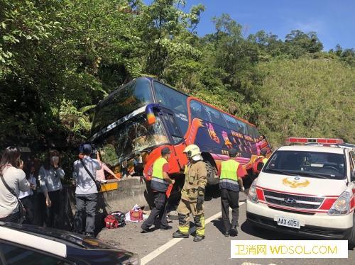 台湾车祸致29伤疑因车速过快、座椅未_基隆市-联合报-基隆-
