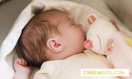 秋季宝宝适合盖啥样的被子如何判断小宝宝是否_睡袋-被子-宝宝-增减-