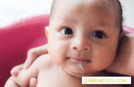 宝宝容易吐奶怎么缓解_喂奶-蠕动-宝宝-吐奶-