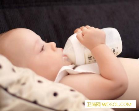 新生儿要喝水的表现_母乳-上火-喝水-生病-