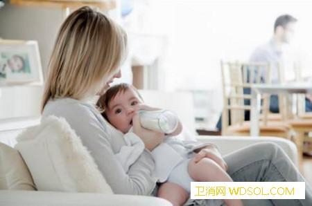 宝宝呛奶后的急救处理_声门-奶水-喂奶-气管-