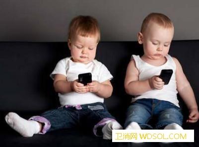 宝宝总是玩手机怎么办?_长时间-盯着-动画片-妈妈-