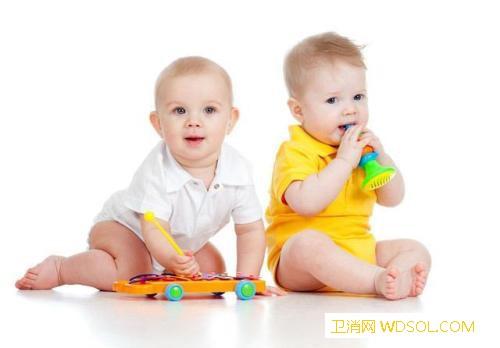 宝宝几个月能笑出声音_喂奶-几个月-小孩-声音-