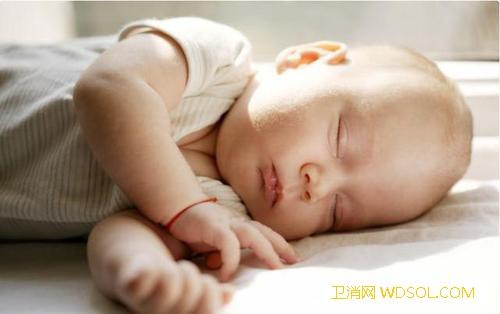 宝宝的错误睡姿真的影响发育吗_睡姿-姿态-呼吸-娃娃-