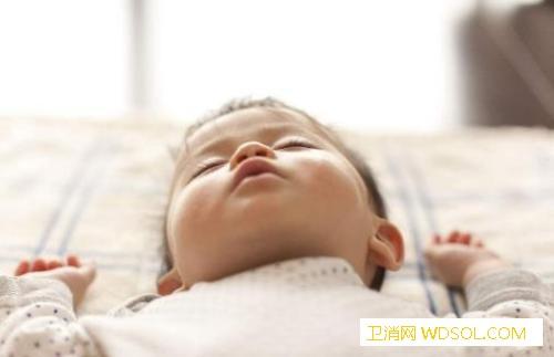 宝宝睡觉小动作多是得病了吗_磨牙-出汗-打呼噜-蛲虫-
