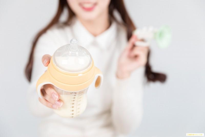 奶瓶每次都要开水烫吗烫完之后要怎么做呢_奶嘴-煮沸-奶瓶-冲洗-