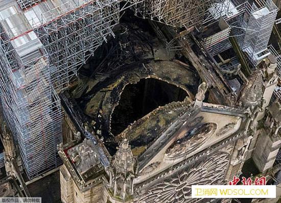 巴黎圣母院火灾:意外可能性大马克龙致_消防员-巴黎-法国-