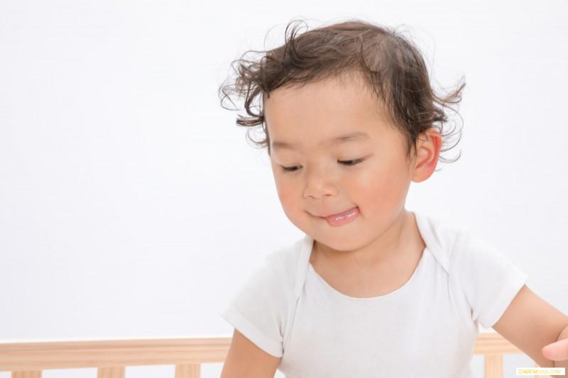 宝宝喜欢咬人因为口欲期吗宝宝口欲期怎么度过_咬人-婴儿-度过-宝宝-