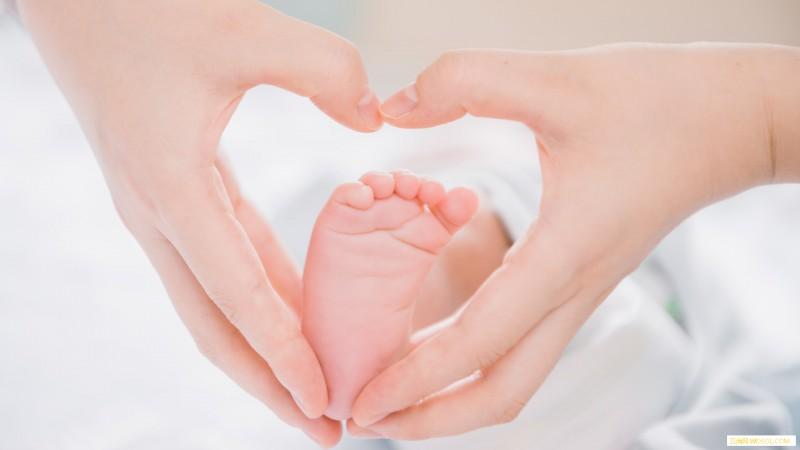 新生儿一天大小便几次算正常_喂养-出生-颜色-宝宝-