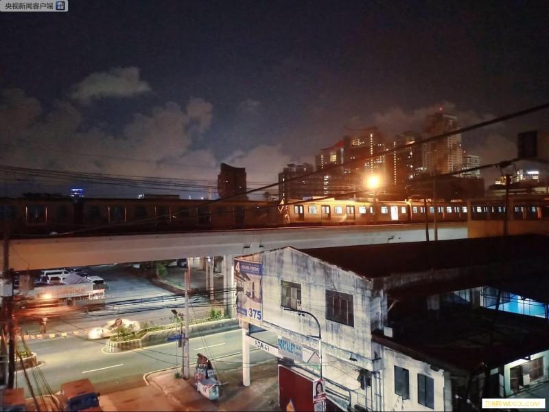 菲律宾首都马尼拉两辆轻轨列车相撞至少_马尼拉-菲律宾-轻轨-