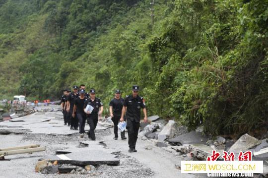 广西凌云县特大自然灾害已致8死多伤仍_凌云县-受灾-图为-