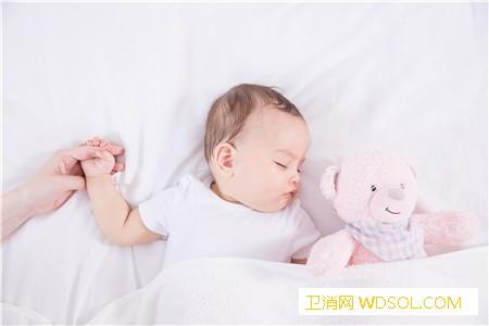 宝宝睡觉哼哼唧唧扭来扭去原因_绞痛-尿布-哭闹-妈妈-