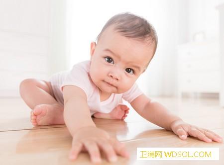 宝宝光脚的好处孩子光脚跑的注意事项_足底-病菌-脚丫-脚部-